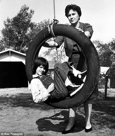 """What a cool picture! Harper Lee pushing the actress who played """"Scout"""" on a tire swing. To Kill a Mockingbird - Harper Lee (Author) and Mary Badham (Scout) Mary Badham, Lee Radziwill, Harper Lee, Go Set A Watchman, Indie, Stieg Larsson, To Kill A Mockingbird, Writers And Poets, Before Us"""