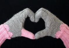Bambula: DIY | Lämpimät sormikkaat Knitted Gloves, Fingerless Gloves, Knitting Patterns Free, Free Knitting, Arm Warmers, Crochet, Mittens, Needlework, Beanie