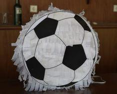 DIY Pinata Tutorial: Shopkins Pinata and Soccer Ball Pinata - Posimagine Shopkins Pinata, Mini Pinatas, Diy Birthday, Birthday Parties, Making 10, How To Make Diy, Soccer Ball, Easy Diy, Party Ideas