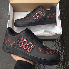 Jordan Shoes Girls, Girls Shoes, Nike Shoes For Men, Shoes Women, Custom Sneakers, Custom Shoes, Nike Custom, Sneakers Fashion, Fashion Shoes