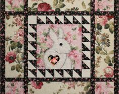 Pattern -- Easy Applique Bunny Baby Quilt -- Applique Bunny Sewing Pattern -- Hand or Fusible Appliq Best Embroidery Machine, Machine Embroidery Projects, Machine Quilting, Quilting Projects, Sewing Projects, Quilting Tips, Quilting Board, Patchwork Quilting, Easy Projects