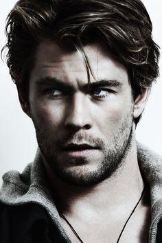 ♂ Man portait face of actor Chris Hemsworth