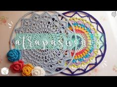 Atrapasueños o mandala a crochet Crochet Mandala Pattern, Crochet Diagram, Crochet Doilies, Easy Crochet, Crochet Baby, Crochet Patterns, Crochet Dreamcatcher, Donut Decorations, Crochet Videos
