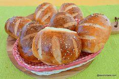 Painici simple reteta de chifle de casa | Savori Urbane Cooking Bread, Pretzel Bites, Crafts, Home, Bread, Crafting, Handmade Crafts, Diy Crafts, Craft