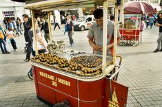 Typical street vendor in Istanbul selling roasted chestnuts (kestane). #istanbul #turkey #food #turkishfood #chesnut