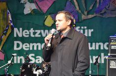 Der SPD-Bundestagsabgeordnete und Vorsitzende des NSU-Untersuchungsausschusses im Deutschen Bundestag Sebastian Edathy spricht auf der Meile der Demokratie 2013.