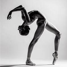 Beautiful Stanislava Postnova from Bolshoi Ballet Academy captured by Alexander Yakovlev // Dance Dance Picture Poses, Dance Photo Shoot, Dance Pictures, Dance Photoshoot Ideas, Human Poses Reference, Pose Reference Photo, Drawing Reference, Tanz Poster, Dance Photography Poses