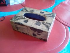 Caja de pañuelos en decoupag