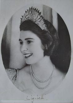 Queen Elizabeth in jungen Jahren Adele, Queen Elizabeth, Diana, Royalty, Retro, Crown Princess Victoria, British Monarchy, Duchess Kate, Vintage Photos