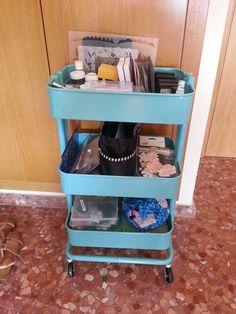 Organizar tu carrito Raskog #scrapbooking #scraptip #tip #raskog Raskog, Kitchen Cart, Scrapbooking, Tips, Home Decor, Organize, Decoration Home, Room Decor, Scrapbooks