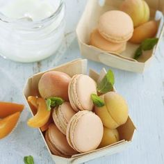 Apricot yogurt Macarons - New Site Desserts Français, Desserts For A Crowd, Cheesecake Recipes, Cheesecake Cupcakes, Sweet Recipes, Real Food Recipes, French Recipes, Dessert Oreo, Dessert Blog