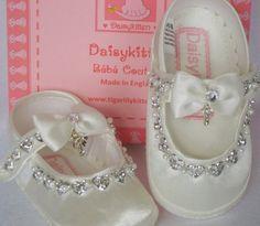 Baby Schuhe Elfenbein oder weiß Taufe und Taufe von TIGERLILYKITTEN
