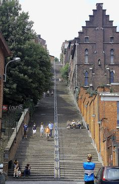 Montagne de Bueren in Liege, Belgium - staircase steps) with view of the city when you reach the top Belgium Europe, Travel Belgium, Visit Belgium, Oh The Places You'll Go, Great Places, Beautiful Places, Places To Visit, Luxembourg, Thinking Day