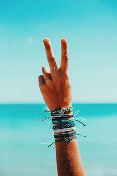 Simple and impressive tips: Boho Jewelry 2017 jewelry box travel. - Simple and impressive tips: Boho Jewelry 2017 jewelry box travel. Bracelets Hippie, Beach Bracelets, Pura Vida Bracelets, Summer Bracelets, Cute Bracelets, Summer Jewelry, Gold Bracelets, Colorful Bracelets, Stacking Bracelets