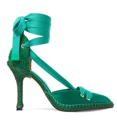 These Manolo Blahniks Will Be the New French-Girl It Shoes