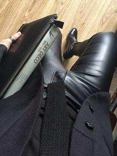 Mens Fashion Smart – The World of Mens Fashion Skinny Leather Pants, Mens Leather Pants, Fashion Moda, Look Fashion, Rock Style Men, Best Mens Fashion, Gentleman Style, Leather Fashion, Sexy Men