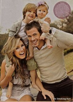 Net Image: Elizabeth Gutierrez and William Levy: Photo ID: . Picture of Elizabeth Gutierrez and William Levy - Latest Elizabeth Gutierrez and William Levy Photo. Elizabeth Gutierrez, Cute Family, Baby Family, Beautiful Family, Family Kids, Family Photo Sessions, Family Posing, Family Portraits, William Levi