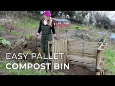 How to build an Easy Wooden Compost Bin using pallets. A pallet compost bin takes ten minutes to build & creates space for converting waste to compost. Garden Yard Ideas, Garden Items, Garden Projects, House Projects, Pallets Garden, Wood Pallets, Container Gardening, Gardening Tips, Wooden Compost Bin