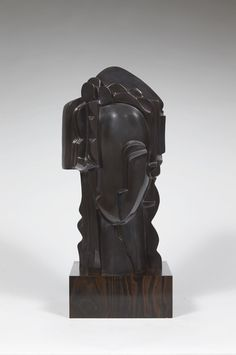 "ARIANEBronze à patine noire reposant sur un socle en ébène. Edition réalisée sur 8 exemplaires, 2014.Signé et daté.Sculpture in bronze, black patina, on an ebony base. Edition of 8, cast in 2014.Signed and numbered.H : 61 cm (24"") B: 23 x 21 cm (9""x 8,3"")"