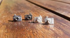 He encontrado este interesante anuncio de Etsy en https://www.etsy.com/es/listing/517093752/photo-camera-earrings-photo-camera