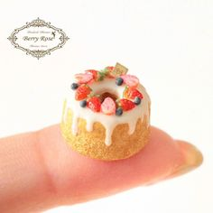 2017, Miniature cake by Berry Rose