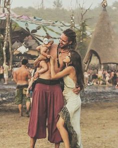 a festival shared by bambi. on We Heart It o.a festival shared by bambi. on We Heart It Hippie Couple, Hippie Man, Hippie Vibes, Happy Hippie, Hippie Love, Hippie Bohemian, Hippie Chic, Hippie Style, Mundo Hippie
