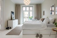 Även i detta rum finns fin stuckatur bevarad Modern Home Interior Design, Scandinavian Interior Design, Scandinavian Bedroom, My Dream Home, Sweet Home, Furniture, Bedroom Inspiration, Home Decor, Bedrooms