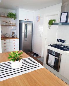 A imagem pode conter: área interna Living Room Kitchen, Home Decor Kitchen, Home Kitchens, Diy Home Decor, Home Library Rooms, Home Design Floor Plans, Best Kitchen Designs, Vanity Decor, Minimalist Kitchen
