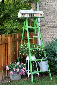 Repurpose a vintage tin dollhouse into a birdhouse using this in-depth tutorial. A playful and fun idea for your garden.