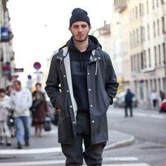 Stutterheim Stockholm raincoat in black Windbreaker Outfit, Black Windbreaker, Black Raincoat, Hooded Raincoat, Raincoats For Women, Rain Wear, Complete Outfits, Rain Jacket