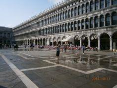 plac św. Marka Louvre, Street View, Building, Travel, Viajes, Buildings, Destinations, Traveling, Trips