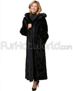 Kaufen Sie unsere Renée Reversible Black geschert Nerzmantel mit Black Fox trimmen. Schnell gleichen Tag Versand. Shop FurHatWorld.com für die beste Auswahl an Nerz Mäntel.