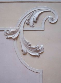 Stucco decorato a rilievo in marmorino veneziano Plaster Art, Plaster Walls, Ceiling Decor, Ceiling Design, Wood Carving Designs, Wood Art, Painted Furniture, Art Nouveau, Creations