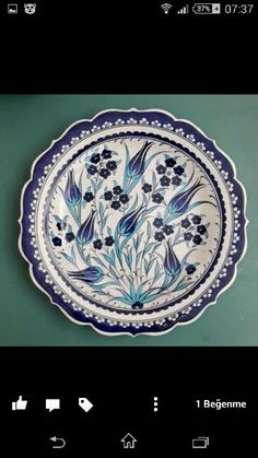 Tabak Ceramic Painting, Pottery Painting, Ceramic Art, Painted Ceramics, Plate Wall Decor, Plates On Wall, Blue Pottery, Ceramic Pottery, Pottery Patterns