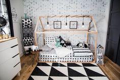 Taille de matelas Twin: Nos lits Nook sont un de nos produits plus préférées!!! Les lits de plancher sont une façon amusante et sécuritaire pour votre petit trésor du berceau au lit de transition. Fait aulne rustique de qualité très beau meuble.