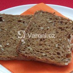 Dlouho jsem pátrala po receptu na ten nejobyčejnější chleba, který by se dal jíst s tlačenkou i s marmeládou. Prostě ten náš, český. Tady je! Recept pro domácí pekárny. Banana Bread, Food And Drink, Menu, Cooking, Recipes, Cupcakes, Basket, Diet, Menu Board Design