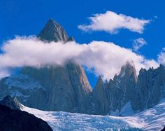 Clouds forming aroung the jagged summit of Mount Fitz Roy (Chalten) over Piedras Blancas glacier, in Glaciers National Park, Argentina. Heaven On Earth, Exotic Pets, Beautiful Landscapes, Mother Nature, The Good Place, Nature Photography, National Parks, Clouds, Mountains