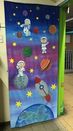 Easy DIY Learning games for Preschool Door Decoration For Preschool, Preschool Door, Class Decoration, Preschool Crafts, Crafts For Kids, Safari Decorations, School Decorations, Classroom Door, Classroom Displays