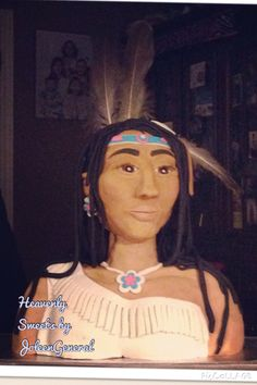 Native American cake Native American Cake, Custom Cakes, Cake Art, Hair Styles, People, Beauty, Personalized Cakes, Beleza, Personalised Cake Toppers