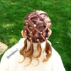 """last post of 2014 so I thought I'd get in one last Christmassy hairstyle inspired by @hair_by_lori . This is just too cute. She wanted pink elastics so…"""