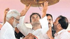 Rahul reaches out to fishermen Congress vice-president Rahul Gandhi rounded off his two-day visit to Kerala on Wednesday with two major initiatives — meeting representatives of rubber farmers and fisher folk along the Chavakkad coast line in Thrissur district.
