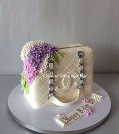 Chanel bag cake by Couturecakesbyolga