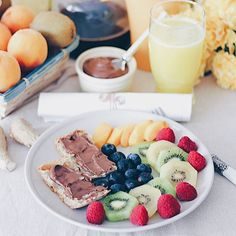 Reposting @dannsac: Fruta 🍓🍌 y crema de cacao casera 🍫, riquísimo! Etiqueta alguien con quien te gustaría compartir este desayuno ☕⠀ •⠀ Fruit 🍓🍌 and homemade chocolate spread 🍫, so good! Tag someone to share this breakfast with! ☕⠀ •⠀ •⠀ •⠀ •⠀ #breakfast #desayuno #brunch #desayunosaludable #lunch #morning #healthyfood #healthybreakfast #dinner #yum #foodpic #eat #tasty #eggs #朝ごはん #foodpics #foodgasm #saludable #almuerzo #fresh #desayunofit #eating #merienda #delish #hungry #fitfood