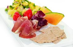 Spekemat med potetsalat | www.greteroede.no | Oppskrifter | www.greteroede.no Frisk, Cantaloupe, Dairy, Cheese, Kos, Blackbird
