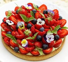 Von dir zu mir …: Erdbeer-Beeren-Torte, Pista-Creme … – From you to me …: strawberry and berry tart, pista cream … – – Apple Recipes Easy, Easy Cake Recipes, Unique Desserts, Delicious Desserts, German Torte Recipe, Strawberry Torte Recipe, Dessert Packaging, Berry Cake, Fruit Tart