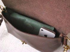 【即納品可能】栃木レザー*ヌメ革ショルダーポーチ「fave」Mサイズ:ビターブラウン Suitcase, Tote Bag, Bags, Fashion, Handbags, Moda, Fashion Styles, Carry Bag, Taschen