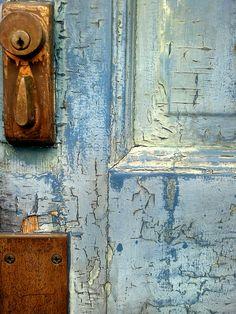 Blue Door Detail on the beach cottage Knobs And Knockers, Door Knobs, Door Handles, Les Doors, Windows And Doors, Portal, Door Detail, Peeling Paint, Shades Of Blue