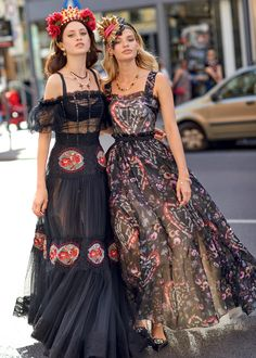 Discover the new Dolce&Gabbana Women's Sera Collection for Spring Summer 2018 and get inspired. Trendy Fashion, Runway Fashion, Boho Fashion, High Fashion, Fashion Dresses, Womens Fashion, Fashion Design, Cute Dresses, Casual Dresses
