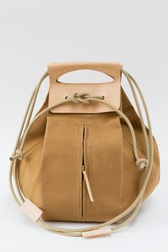 big canvas pop-up bag with leather handles / butterscotch & nude