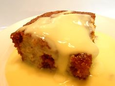 Malva pudding Malva pudding is a sweet pudding of Cape Dutch origin. It contains apricot jam and has a spongy caramelized texture. A cream sauce is often poured over it while it is hot, and it is usually served hot with custard and/or ice-cream. Malva Pudding, Pudding Cake, No Bake Desserts, Delicious Desserts, Dessert Recipes, Hot Desserts, Xmas Recipes, Baking Desserts, Cake Recipes